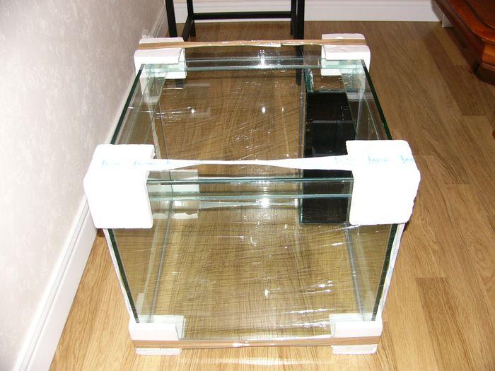 eclat de verre sur une cuve neuve aquariums et installations cap r cifal. Black Bedroom Furniture Sets. Home Design Ideas