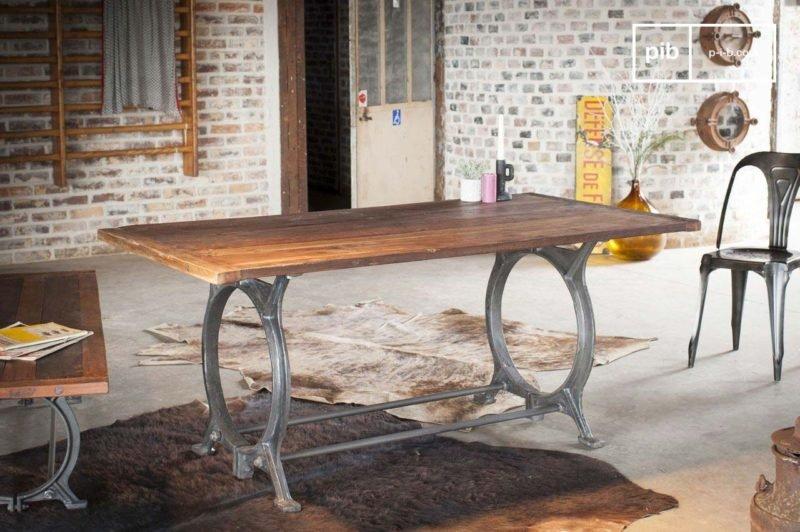 table-industrielle-en-teck-ancien-800x532.jpg
